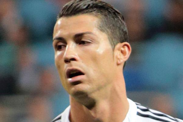 Foto modificata (ritaglio) dall'originale di Chris Deahr - Ronaldo vs. FC Schalke 04, CC BY 2.0, https://commons.wikimedia.org/w/index.php?curid=39517255