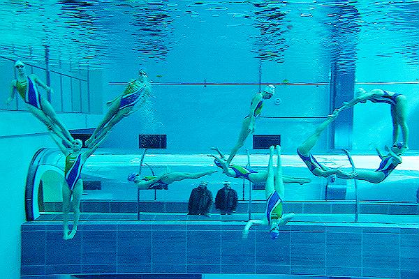 Esperti di respirazione e allenamento mentale per un evento alla piscina Y‐40