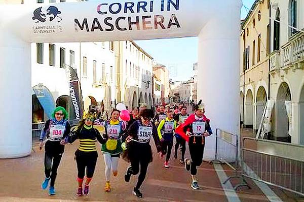 Carnevale di corsa con la Corri in Maschera di Mestre. Si gareggia in costume